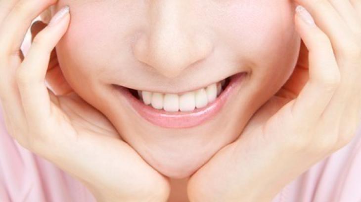 【口コミあり】芸能人の歯が白いのはルミネアーズのおかげ?アイキャッチ