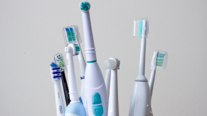 電動歯ブラシのメーカーを比較したいあなたへアイキャッチ