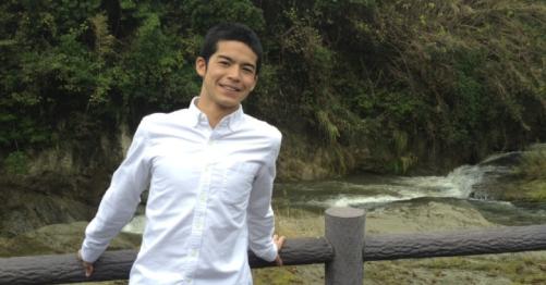 2013年10月の菅谷哲也の歯並び